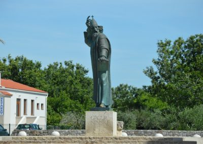 gergely püspök szobra ninben